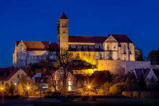 Nachtaufnahme Blick auf das Quedlinburger Schloss Stiftskirche