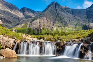 Kleiner Wasserfall auf der Isle of Skye in Schottland
