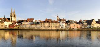 Altstadt von Regensburg in Bayern mit Dom