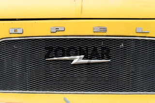 Kühlergrill eines Opel Blitz