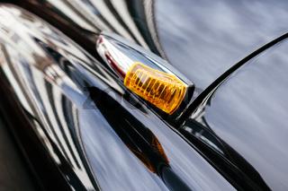 Fahrtrichtungsanzeiger an einem Mercedes-Benz Oldtimer