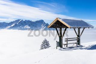 Winterlicher Rastplatz vor Zugspitze