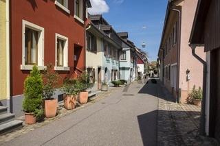 Reihenwohnhäuser in der historischen Altstadt von Staufen