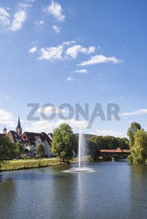 Die Donau fließt durch die Stadt Tuttlingen