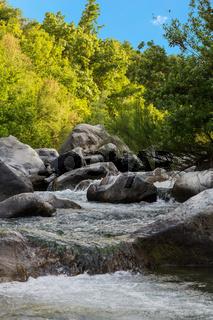 Kleiner Wasserfall hoch