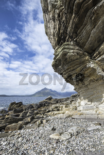 Tafoniertes Felsgestein in der Bucht von Elgol