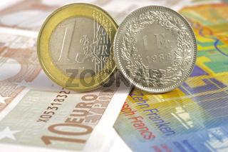 Euromünze und Schweizer Frankenmünze