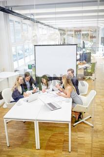 Geschäftsleute Team in einer Besprechung