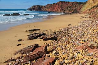 Die felsige Küste der Algarve 'Praia do Amado'