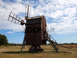 Bockwindmühle im Dorf Lerkaka auf Öland