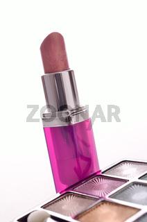 Lippenstift und Lidschatten
