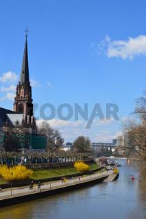 Frankfurt/Main, Mainufer mit Dreikönigskirche