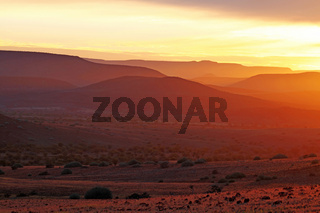 Sonnenaufgang in der Weite Namibias, Landschaft Palmwag, sunrise in the landscape of Namibia, Palmwag concession