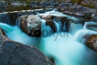Kleiner Wasserfall langzeitbelichtung