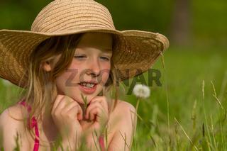 M Hut Wiese Pusteblume liegen schauen w