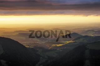 Licht - und Wetterstimmung über dem Alpenvorland
