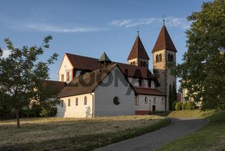 Romanische Kirche St. Peter und Paul auf der Insel Reichenau