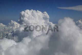 Wolkenbildung und Gewitterturm