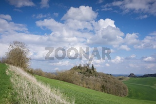 Hegaulandschaft mit dem Mägdeberg und Hohenkrähen