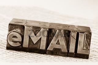 E-Mail in Bleibuchstaben geschrieben