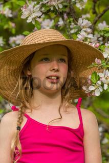 M Hut Apfelblüte portrait hoch