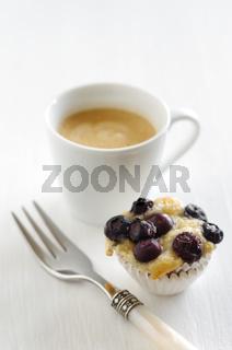Blaubeerkuchen und Kaffee