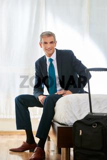 Business Mann im Hotelzimmer