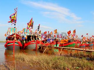 HAI DUONG, VIETNAM, SEPTEMBER, 10: Performed traditional boat on the river in folk festivals on September, 10, 2014 in Hai Duong, Vietnam