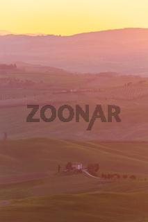 Bauernhaus Weingut Sonnenaufgang hoch