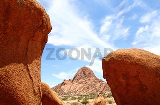 Landschaft auf dem Areal der Spitzkoppe, Namibia; landscape near the Spitzkoppe, Namibia