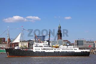 Impressionen der Auslaufparade vom 827. Hamburger Hafengeburtstag 2016; Impressions of the 827th Birthday of the Port of Hamburg 2016, last day, Germany