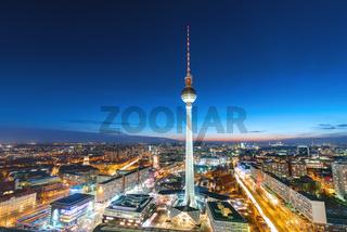 Der Fernsehturm in Berlin bei Nacht