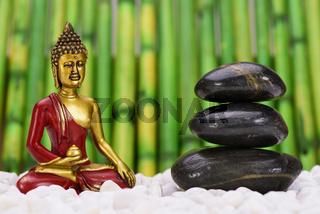 ZEN Garten mit Buddha und Steinstapel