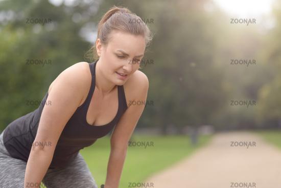 Frau macht Pause nach dem Sport