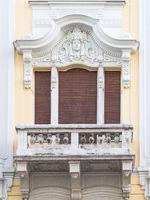 Fenster mit Balkon in einem kroatischen Altbau