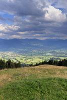 dramatische Gewitterwolken im Gebirge