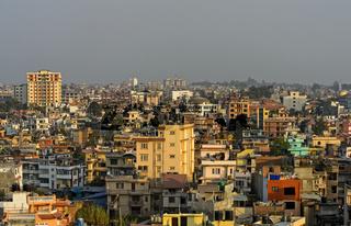 Blick auf das Häusermeer im Stadtteil Lazimpat, Kathmandu, Nepal