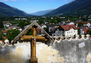 Prad am Stilfser Joch, Kreuz auf dem Agumser Friedhof bei der Agumser Kirche