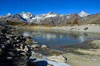 Am gefrorenen Grüensee, Zermatt, Wallis, Schweiz