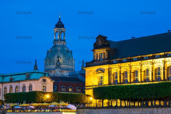 Die Frauenkirche in Dresden bei Nacht