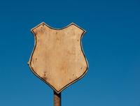 Schild in Wappenform auf einem Mittelalter Spektakel
