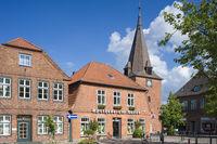 Marktplatz mit Sankt Michaeliskirche in Lütjenburg