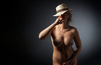 Beautiful sexual girl pose to be denuded