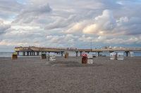 Strand mit Seebrücke, Erlebnisseebrücke in Heiligenhafen