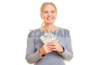 Seniorin als Gewinner von Euro Geldscheinen