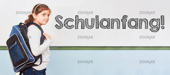 Schulanfang an Tafel einer Grundschule mit Schülerin