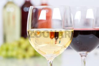 Wein weiß Weißwein weiss Weisswein im Glas Flasche