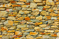 Masonry of rough stones