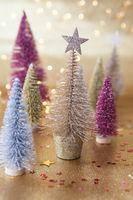 Kleine bunte Weihnachtsbaeume