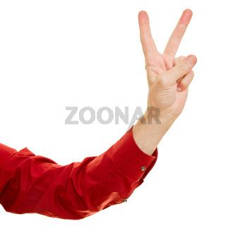 Mann zeigt Victory Zeichen als Sieg Symbol